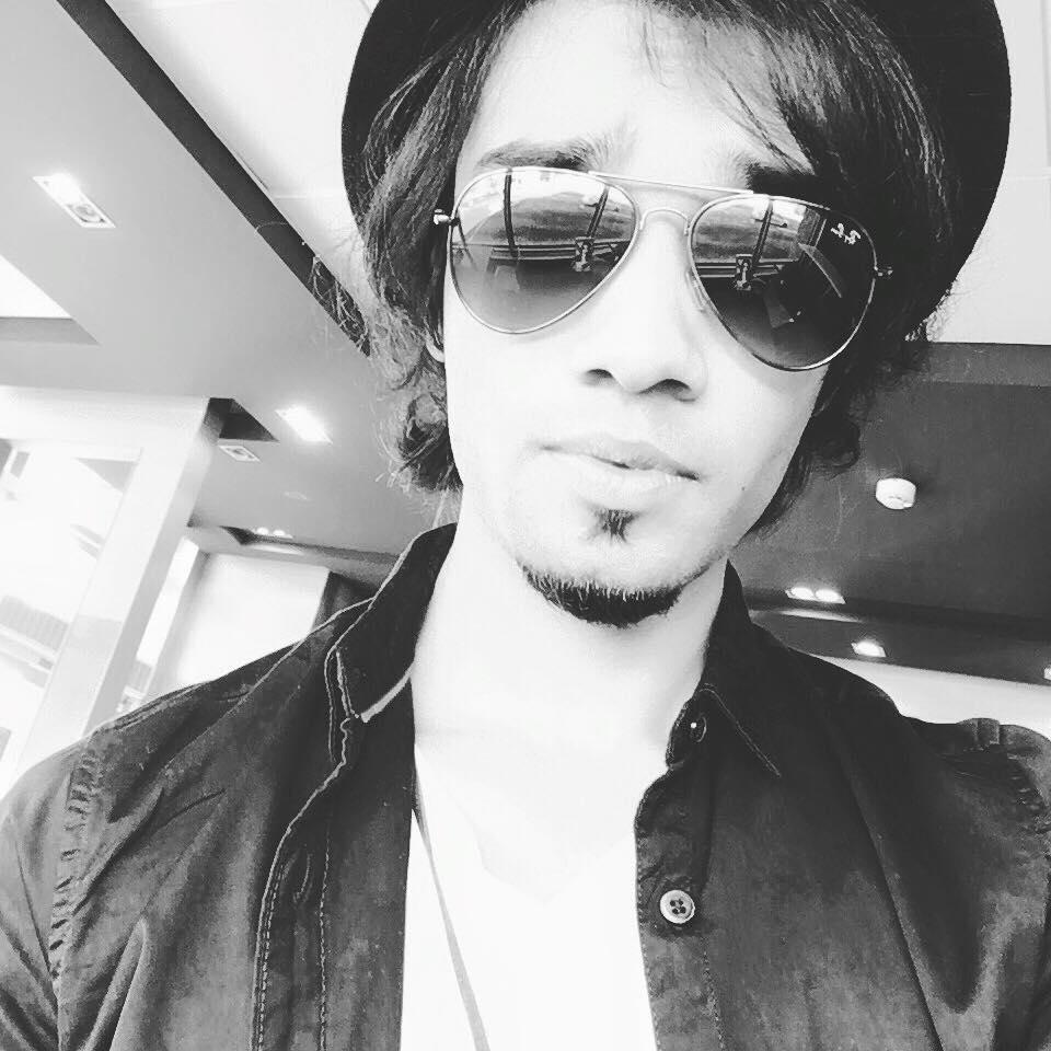 Aleem Zafar, selfie !!